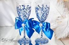 Royal blue and glitter #wedding champagne #glasses / от DiAmoreDS