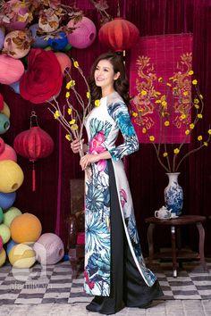 ÁO DÀI: Không gì Tết bằng diện áo dài xuống phố du xuân đầu năm mới