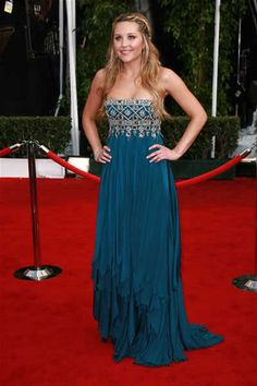 This dress is so pretty! Too bad Amanda Bynes is crazy now