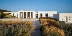 react architects steps 'the gaze' house into idyllic greek island landscape Amazing Architecture, Landscape Architecture, Landscape Design, Architecture Design, Paros Island, Mykonos Island, Greece Design, Paros Greece, Roof Plan