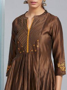 Kurta Designs Women, Kurti Neck Designs, Salwar Designs, Dress Designs, Blouse Designs, Embroidery Suits Design, Hand Embroidery, Indian Designer Wear, Pakistani Dresses