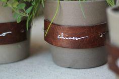 Chris Loves Julia: DIY Leather Herb Labels - Love these DIY leather plant labels! Diy Leather Projects, Leather Diy Crafts, Diy Craft Projects, Craft Ideas, Diy Leather Labels, Herb Labels, Plant Labels, Diy Design, Leather Stool