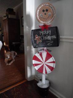 30 Cheap DIY Christmas Decorations Pin this DIY Gingerbread Man to your Craft Board Christmas Decor Diy Cheap, Diy Xmas, Christmas Projects, Holiday Crafts, Holiday Fun, Handmade Christmas, Diy Christmas Yard Decorations, Holiday Decor, Holiday Store