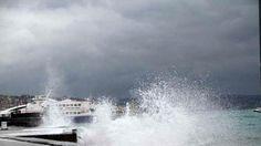 Marmara Bölgesi'ni etkisi altına alan yağışlı hava ve fırtına nedeniyle bazı deniz otobüsü ve feribot seferleri iptal edildi.