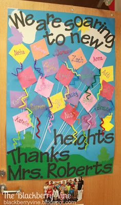 The Blackberry Vine: Teacher Appreciation Doors Soaring to New Heights-Kites Kindergarten Teacher Gifts, Kindergarten Pictures, Kindergarten Door, Preschool Door, Preschool Crafts, Teacher Door Decorations, School Decorations, Teacher Appreciation Gifts, Principal Appreciation