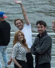 Shadowhunters going on a trip Clary Fray, Clary Et Jace, Shadowhunters Actors, Shadowhunters Season 3, Isabelle Lightwood, Shadow Hunters Cast, Freeform Tv Shows, Dominic Sherwood, Shadowhunters The Mortal Instruments