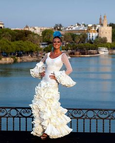 Spanish style – Mediterranean Home Decor Spanish Costume, Spanish Dress, Spanish Dancer, Spanish Style, Flamenco Skirt, Flamenco Dancers, Flamenco Dresses, Costume Ethnique, Women Church Suits