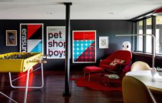 A colorful mid-century modern weekend getaway – Game Room İdeas 2020 Orange County, 1960s House, Video Game Rooms, Game Room Design, Front Rooms, Game Room Decor, Mode Shop, Billiard Room, Contemporary Decor