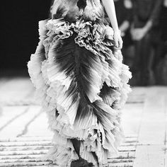 alexander mcqueen spring / summer 2011 : organic shapes, manipulated fabrics, textures reminiscent of a wathered landscape Alexander Mcqueen, A Level Textiles, Layered Fashion, Fashion Art, Fashion Design, Fabric Textures, Fabric Manipulation, Organic Shapes, Sculpture Projects
