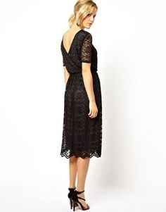 ASOS Midi Skater Dress In Lace With Contrast Lining And Wrap Back annan färg?