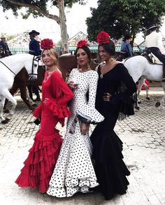 The girls of spring at the Seville Fair (La Feria de Abril).Traditional colours of the Goddess Flamenco Party, Flamenco Dresses, Maxi Dresses, Dance Dresses, Boho Outfits, Fashion Outfits, Spanish Dress, Look 2015, Black Polka Dot Dress