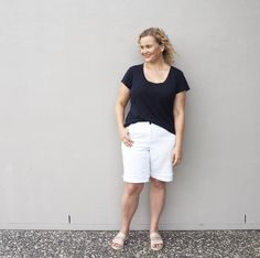 Such a productive today but can we take a moment to discuss the Brisbane humidity? My hair is enormous and the frizz factor is out of control. How's your hair coping with the weather where you are? Wearing @countryroad tee @suzanne_grae shorts @mollinishoes slides and extreme levels of hairspray for today's