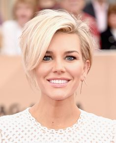 Charissa Thompson's bobbed hairstyle at the The 22nd Annual Screen Actors Guild Awards