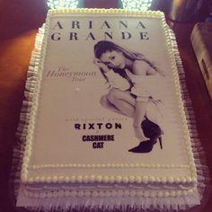 Time for some #ForumCake with @ArianaGrande! #ArianaForum @CASHMERECAT @RixtonOfficial #Arianators #HoneymoonTour
