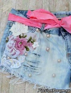 Festival Cut off shorts embellished Boho by TrueRebelClothing (Diy Ropa Boho) Diy Clothing, Embellished Jeans, Embroidered Jeans, Painted Jeans, Denim Crafts, Denim And Lace, Festival Outfits, Refashion, Refashioned Clothes