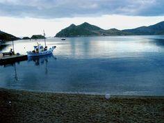 Green-blue waters and astonishing views will surprise you in #Grikos..  Wishing you a lovely weekend. | #patmosaktis #grikosbay www.patmosaktis.gr