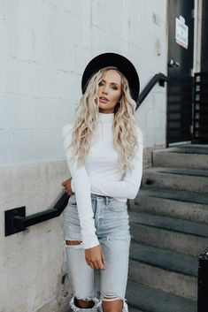 Toni Turtleneck in White *limited* - Henly White Girl Outfits, Cute Casual Outfits, Simple Outfits, Fall Outfits, Fashion Outfits, Women's Fashion, Turtleneck Outfit Casual, White Turtleneck Dress, White Sweater Outfit