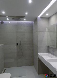 Beton architektoniczny i umywalka podwójna w nowoczesnej łazience