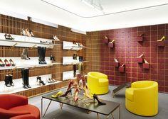 David Chipperfield diseña la nueva flagship store de Bally en Londres. #retail #windows #vitrines #vitrinas #escaparates #visualmerchandising Pineado por Pilar Escolano