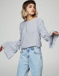 Bluse mit Glockenärmeln - Hemden - Blusen und Hemden - Kleidung - Damen - PULL&BEAR Deutschland
