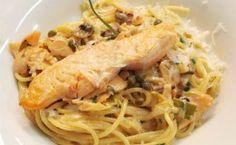 Receita de espaguete ao molho branco com salmão fresco e salmão defumado, feita pelo chef Claude Troisgros.