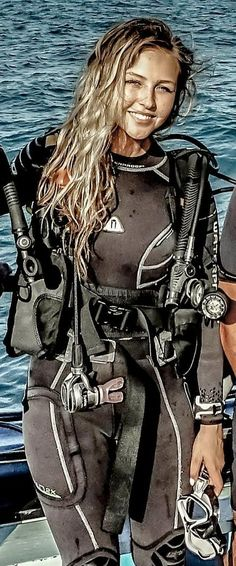 Bow Hunting Women, Girl In Water, Diving Suit, Scuba Diving Gear, Womens Wetsuit, Diving Equipment, Sport Girl, Women Swimsuits, Cool Girl