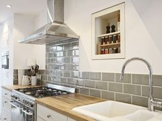 New Kitchen Backsplash Ideas Diy Hoods 55 Ideas Sage Kitchen, Kitchen Living, Country Kitchen, New Kitchen, Bathroom Interior Design, Kitchen Interior, Kitchen Decor, Interior Modern, Küchen Design