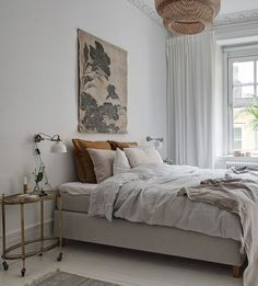 34 Fantastic Colorful Bedroom Decor Ideas For Summer - HOMYFEED vintage inspired bedroom Colorful Bedroom Decor, Home Decor Bedroom, Home Decor, Apartment Decor, Room Decor, White Room Decor, Interior Design, Sophisticated Bedroom, Colorful Apartment Decor