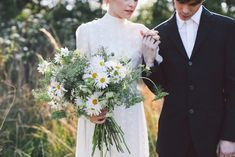 White daisy bridal bouquet | Lara Hotz Photography | see more on http://burnettsboards.com/2014/02/colors-incredible-inspiration-shoot/
