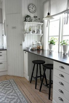 New Kitchen Window Bar Counter Ideas Rustic Country Kitchens, Country Kitchen Designs, Cottage Kitchens, Home Kitchens, Kitchen Window Bar, Home Decor Kitchen, Interior Design Kitchen, Kitchen Furniture, Furniture Cleaning