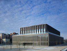 Krone aus Baubronze - Stadthalle in Reutlingen von Max Dudler eröffnet