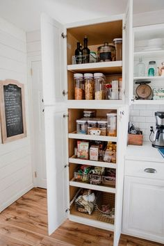 Kitchen Pantry Design, Kitchen Pantry Cabinets, Kitchen Organization Pantry, Modern Kitchen Cabinets, Home Decor Kitchen, Interior Design Kitchen, Pantry Ideas, Kitchen Ideas, Diy Kitchen Island
