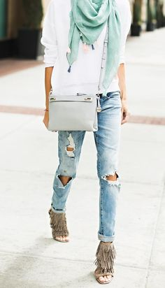 Ripped Demin Jeans Casual Street Fashion Look 2016 Outfit