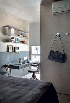 Escritório | Coube na suíte um espaço com prateleiras de ferro engastadas na… Home Office Bedroom, Bedroom Decor, Modern Interior, Interior Design, Minimalist Bedroom, Decoration, Interior Inspiration, Small Spaces, Sweet Home