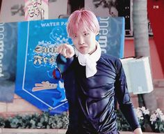 His body! << Oh my.... Hobi's contours........... (J-Hope)