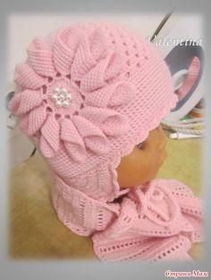 """Шапочка на годик Беретик связан на 5-летнюю девочку Мой сынуля демонстрирует Схема верхней шапочки, обвязка """"двойными"""" столбиками. Внутренняя шапочка просто ССН Схема и описание цветка Kids Knitting Patterns, Crochet Baby Hat Patterns, Crochet Doll Pattern, Knitting Designs, Crochet Dolls, Baby Knitting, Crochet Baby Bonnet, Baby Blanket Crochet, Crochet Beanie Hat"""