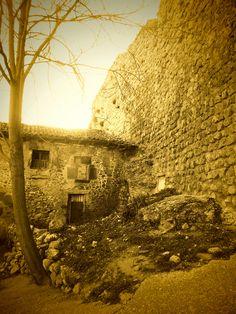 Casa adosada a la muralla