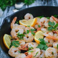 Creveţi traşi în unt cu usturoi şi pătrunjel | Bucate Aromate Unt, Potato Salad, Shrimp, Potatoes, Ethnic Recipes, Desserts, Food, Red Peppers, Salads