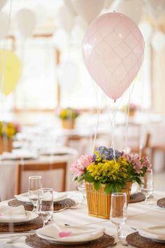 Enfeites de mesa: ideias e tutoriais para decorar com estilo Happy Birthday, Girl First Birthday, Wedding Flower Inspiration, Wedding Flowers, Candyland, Fiesta Baby Shower, Pastel Party, Centerpieces, Table Decorations