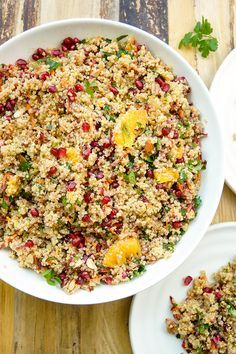 Marokkanischer Quinoa-Salat Rezept, Vegan, glutenfrei, mit Minze, Kurkuma, Oranges, Granatapfel, Mandeln, Minze, Petersilie, Kapern, gesunde und einfache Rezepte Elle Republic