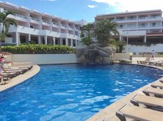 Quiet pool just for adults in Marival Resort/ Alberca tranquila solo para adultos en Marival Resort