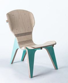 kerFChair by borisgoldberg who uses kerfing technique on his chair to create the look of bent wood. The structure of the chair (the legs) are used as a bending tool. Via @designmilk @designmilkeveryday