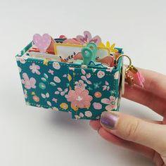 Mini Album Scrapbook, Mini Albums Scrap, Handmade Books, Handmade Crafts, Diy Mini Album Tutorial, Exploding Gift Box, Diy Crafts For Girls, Mini Books, Flip Books