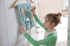 Fazer um organizador para a casa de banho com uma toalha