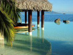 Wet bar in Tahiti