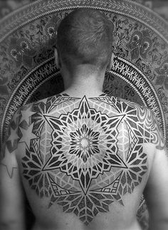 Tomas Tomas is another artist from London's Into-You Tattoo. Using the human form as a canvas, he creates large geometric body suits and mandalas, usi. Dot Work Tattoo, Back Tattoo, Weird Tattoos, Cool Tattoos, Tatoos, Blackwork, C Section Tattoo, Mehndi, Back Of Shoulder Tattoo