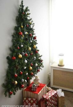 DIY wall mounted Christmas tree with pine garlands - space saver Christmas tree perfect for small apartments! DIY wall mounted Christmas tree with pine garlands - space saver Christmas tree perfect for small apartments! Wall Christmas Tree, Christmas Tree Themes, Christmas Traditions, Christmas Ornaments, Outdoor Christmas, Xmas Trees, Christmas Tree With Toddler, Christmas Tree Ideas For Small Spaces, Christmas Wall Decorations