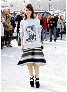 Miroslava Duma    Look de star Glamour    Cassé le coté classique de la jupe avec un sweat c'est ça avoir du style.