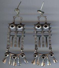 Mid century modernist owl earrings by Finnish jeweler, Pentti Sarpaneva. Owl Jewelry, Silver Jewelry, Vintage Jewelry, Jewelry Accessories, Owl Earrings, Jewellery Earrings, Screw Back Earrings, Dangles, Jewels
