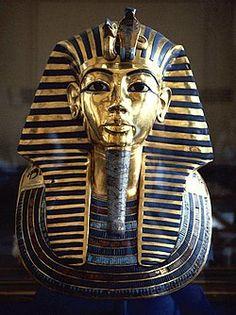 Tutanhamon aranyból készített halotti maszkja